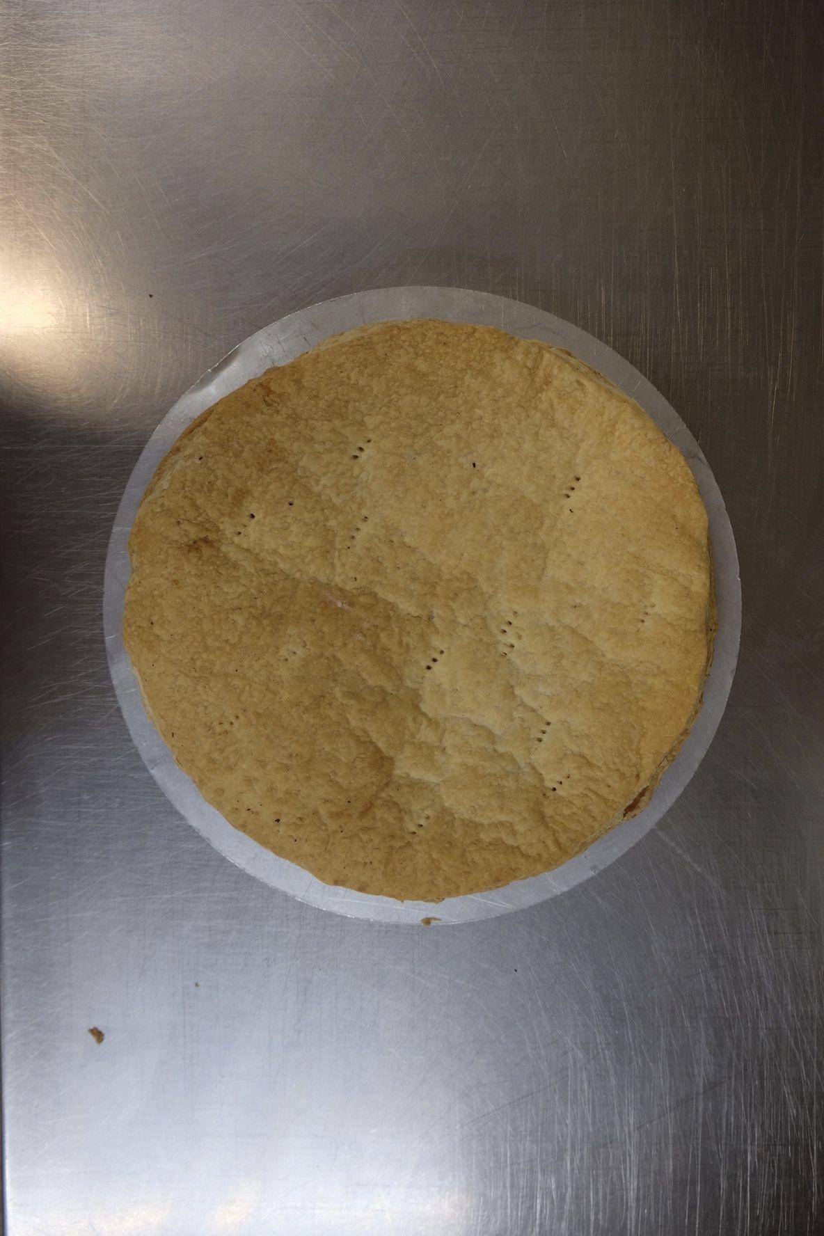 Butter-Blätterteigböden im Ofen bei 180°C Umluft auf dem Gitter 10 Min. aufbacken und abkühlen lassen.